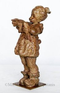 sculpture-marie-therese-tsalapatanis-Petite-fille-au-chat